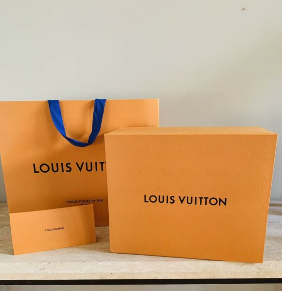Louis Vuitton Large Box Magnetic Closure and Envelope With Shopping Bag NEW