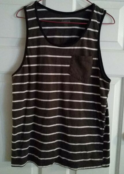 Carbon Men#x27;s Striped Gray Tank Top With Front Pocket Size Large Preowned VG $9.50
