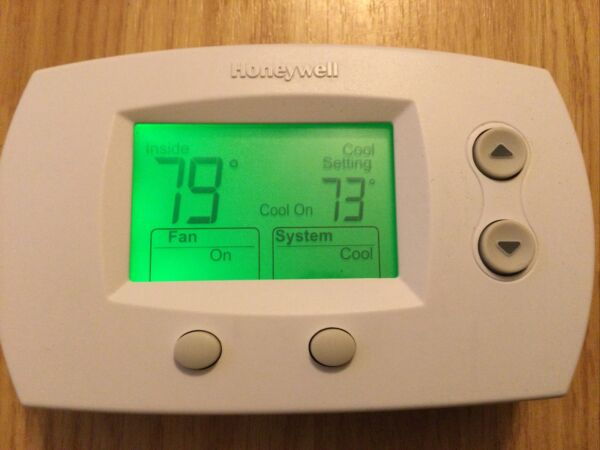 Honeywell TH5220D1003 Digital Low Voltage Wall Thermostat 2 Heat 1 Cool Stages $25.00