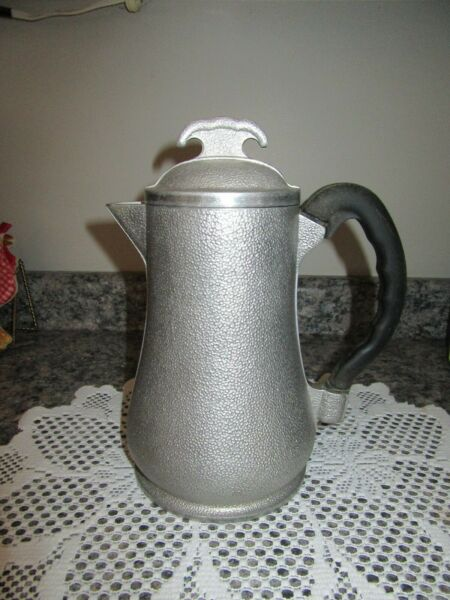 VINTAGE HAMMERED ALUMINUM GUARDIAN SERVICE COFFEE POT with METAL LID