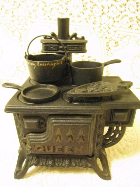 vintage Miniature Salesman sample Queen wood stove with cast accessory's