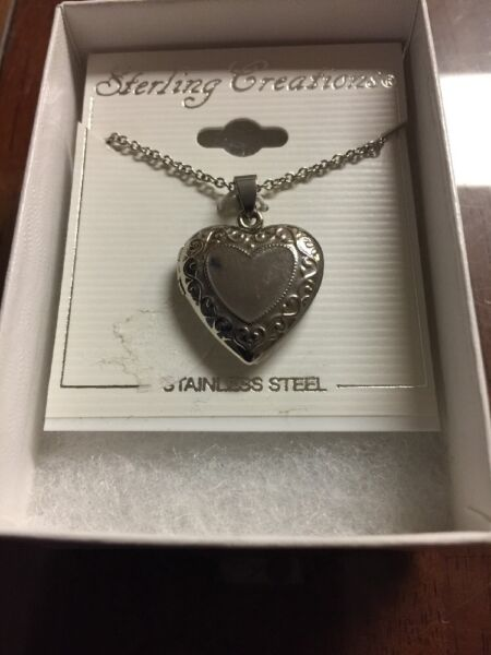 Sterling Silver 18 In Chain And Locket