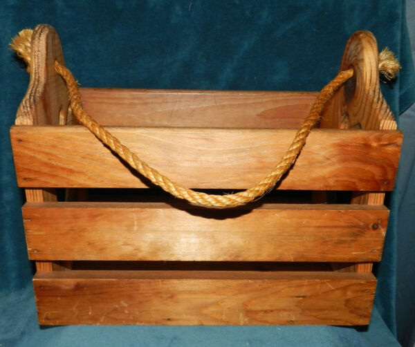 AWESOME LARGE HAND CRAFTED PINE WOOD APPLE CUT OUT CRATEBOX WITH ROPE HANDLE!