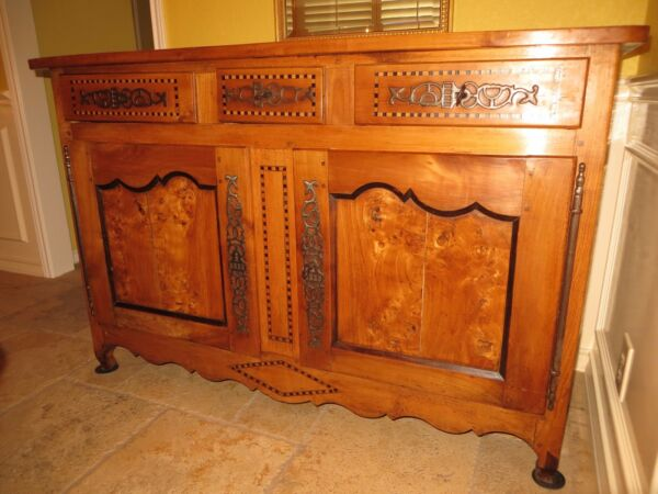 French Provincial carved Louis XV sideboard buffet fruit-wood circa 1820
