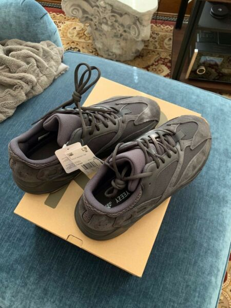 ADIDAS BOOST YEEZY 700 UTILITY BLACK Size 12 FV5304 - New - Authentic