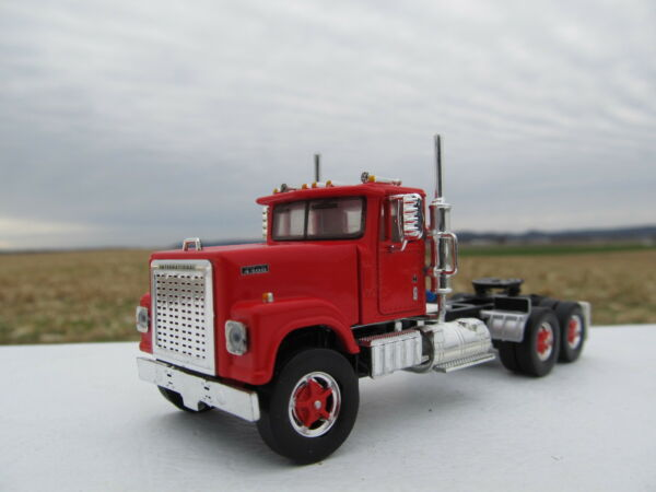 TOP SHELF 164 SCALE INTERNATIONAL 4300 DAY CAB RED (SAME SCALE AS DCP)