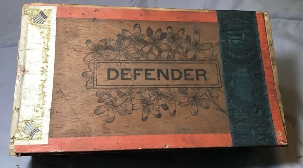 DEFENDER BASKETBALL TEAM 1901 CIGAR BOX with Photo Label Matching 1895 Photo WOW