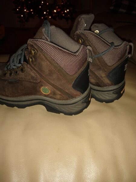 Ladies timberland ledge waterproof mid hiker 7.5 $85.00