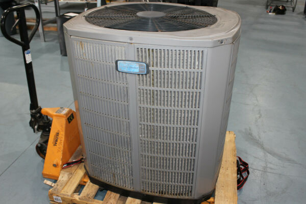 American Standard 2012 13 SEER 5 Ton Heat Pump Outdoor Unit $400.00