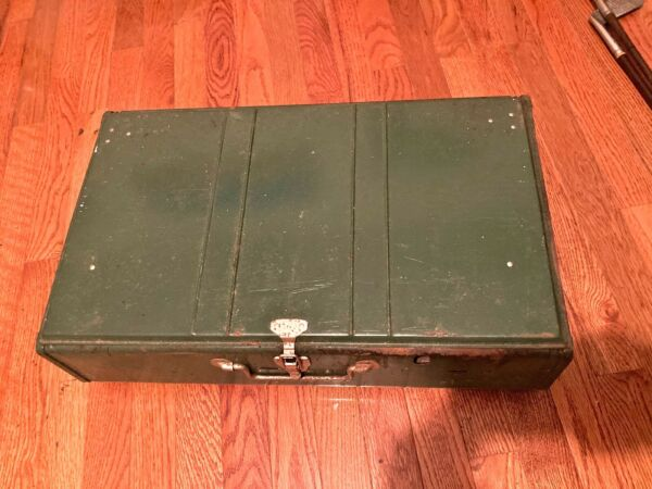 1979 COLEMAN STOVE GREEN MODEL 413G USED WITH WEAR CLASSIC CAMPING STOVE 2 BURNE