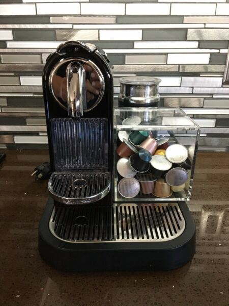 Nespresso machine with frother D121