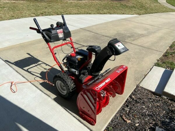 Troy Bilt Storm 2840 28 in Two stage Self propelled Gas Snow Blower