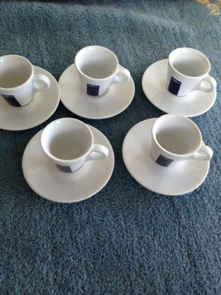 set of 4 plus one complimentary Lavazza expresso cup amp; saucer from ipa Italy