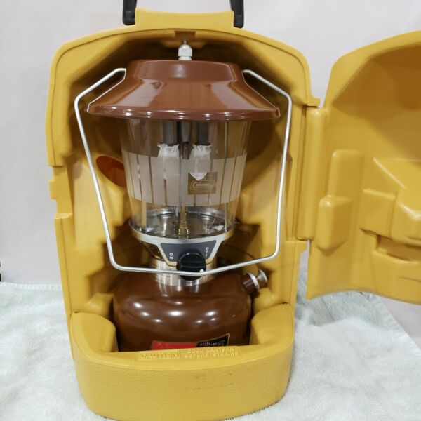 1981 COLEMAN MODEL 275 DOUBLE MANTLE LANTERN WITH CARRY CASE FUNNEL MANUAL 3 82