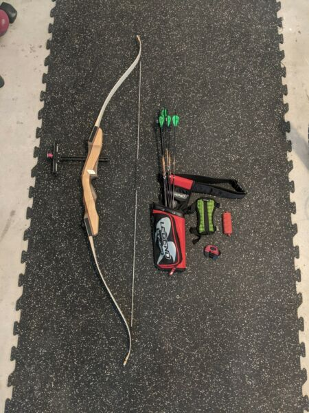 Galaxy Bullseye Youth Recurve Bow Set. 62quot; 16# Draw weight. Easton Arrows. $150.00