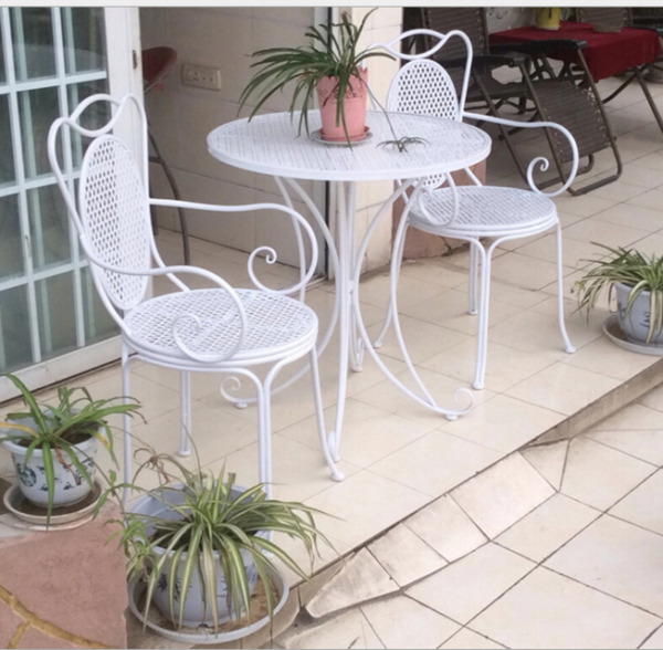 INDOOR OUTDOOR TABLE amp; CHAIR PATIO SET White Metal Garden Balcony Cafe 3 pcs AU $242.25