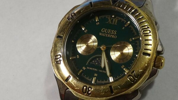2toned Mens Guess Waterpro RARE MOONPHASE 2 REGISTER NEW BATTERY (SEE COND)