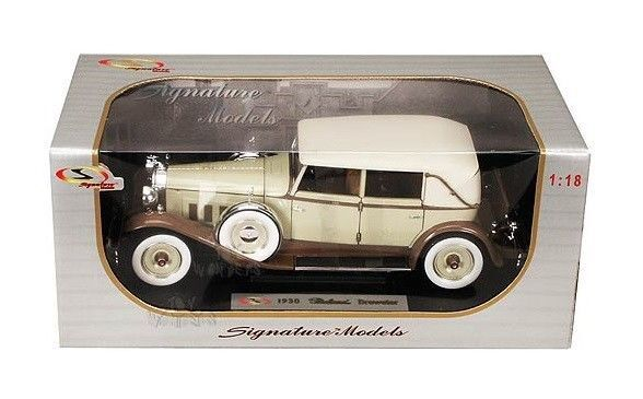 Signature Models 1930 Packard Brewster. 1:18 scale diecast model car