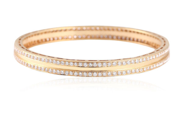 Classy 5.50 Cts Round Brilliant Cut Natural Diamonds Bangle Bracelet In 18K Gold