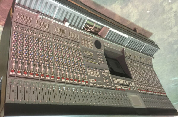 SOLID STATE LOGIC AYSIS AIR PLUS DIGITAL BROADCAST CONSOLE