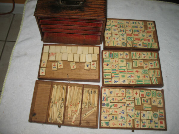 Vtg-1920's-Bamboo-Bone-Mahjong-144pcs Original Wooden Box