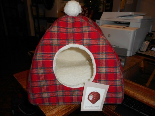 New with Tags Cozy amp; Modern Tartan Plaid Pet Christmas CAT Dog Cave BED $44.99