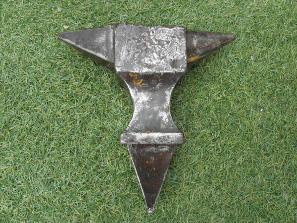RARE ANTIQUE PRIMITIVE STAKE STUMP WROUGHT ANVIL BLACKSMITH TOOL FORGE old