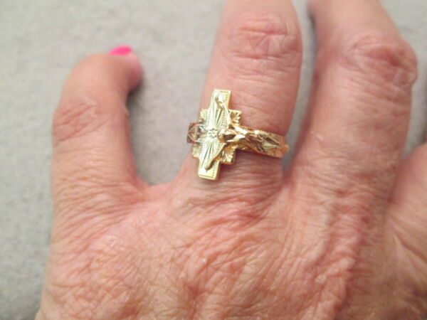 Authentic 1960's Vintage Gold CRUCIFIX RING Adjustable Beautiful Detail
