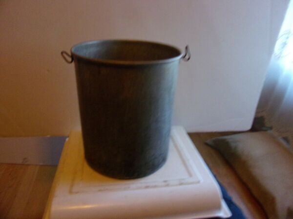 ALUMINUM PAIL MAY BE A INSERT  SEE NO NAME SIZE 10.5 BY 9.5