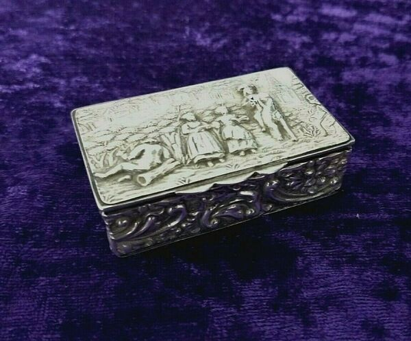 Solid Silver London Produced 1912 Edwardian Embossed Snuffpill box