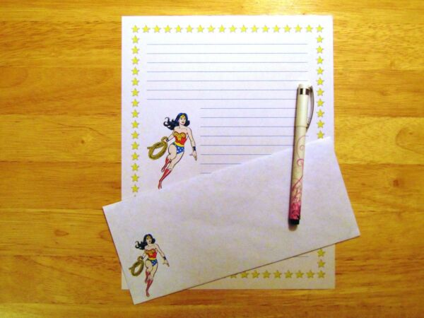 Wonder Woman Stationery 12 Sheets 6 Envelopes Lined Stationary $12.00