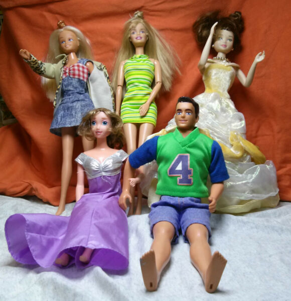 Lot Of Dolls Barbies And Similar - 5 Dolls