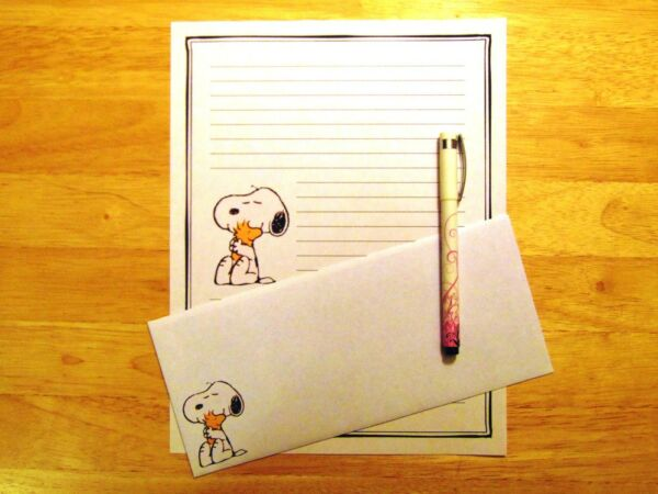 Snoopy and Woodstock Stationery 12 Sheets 6 Envelopes Lined Stationary $12.00