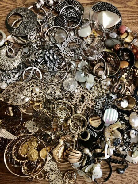 HUGE LOT VINTAGE NOW COSTUME JEWELRY SINGLE EARRINGS CRAFTS