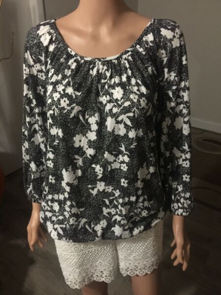 Micheal Kors Knit Top Long Sleeve With Elastic On The Sleeve Size M