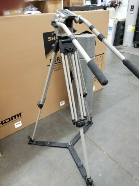VINTEN VISION 10 Fluid Head Floor Spreader 2 Pan Bars Hard Case Tripod 10D