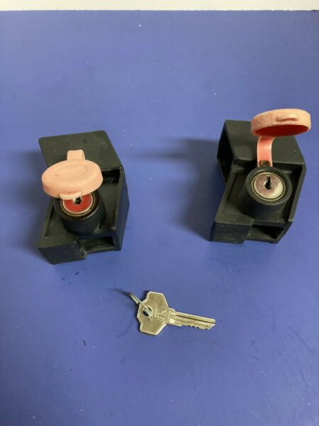 Thule Lock And Key Lot Of 2 $24.99