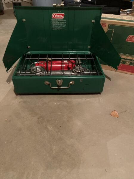 Vintage Coleman Stove 413G499 Two Burner Green Original Box USA