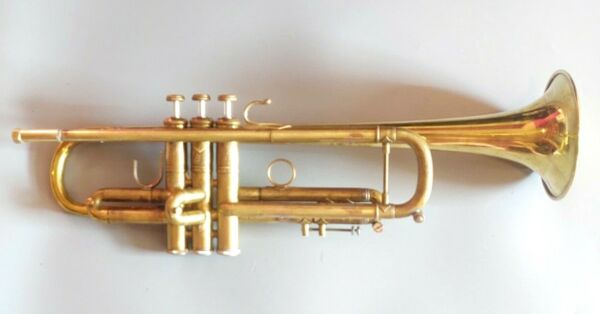 Vintage 1973 Bach Stradivarius Professional Trumpet with Two Bells 60B 37*