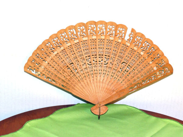 Worn Antique Vintage Old 1920s Brown Wooden Woman#x27;s Asian Wood Fan HDA921134 47g $18.00