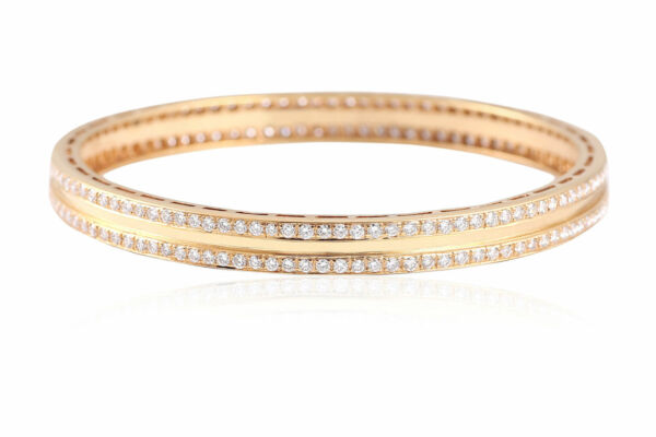 Gorgeous 5.50 Cts Natural Pave Diamonds Bangle Bracelet In Hallmark 18Karat Gold