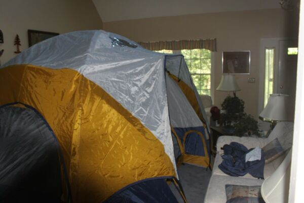 Columbia Bugaboo Tent. #CB-5300 4 or 5 person. Four pole Family Dome Tent.