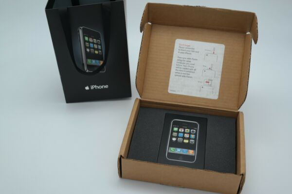 Apple iPhone 1st Generation (2G) 4GB BRAND NEW - Apple Thin Box - EXTREMELY RARE