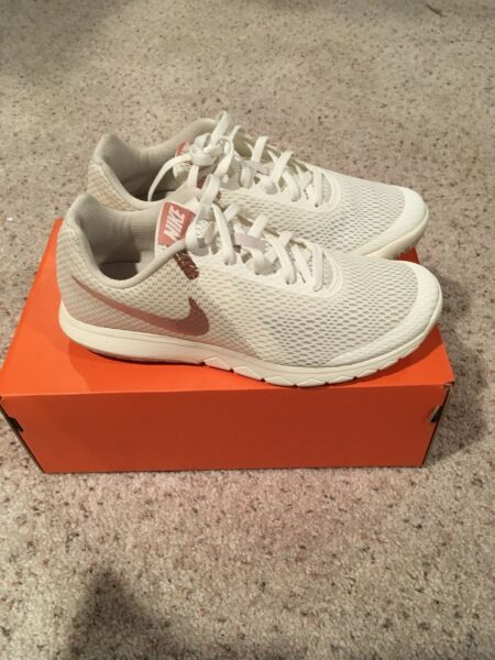NIKE WOMENS FLEX EXPERIENCE RN 6 RUNNING SNEAKERS SIZE 7 - NEW IN BOX