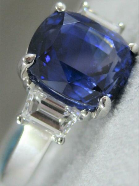 MODERN 7.12CTW DIAMOND SAPPHIRE 18K W GOLD CUSHION 3 STONE COCKTAIL RING E1373.3