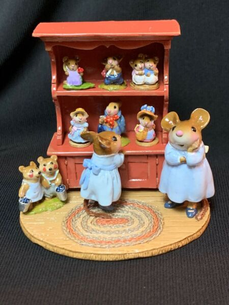 WEE FOREST FOLK RETIRED SPECIAL COLOR RED CURIO w ALL 7 RETIRED ANNETTES MINIS