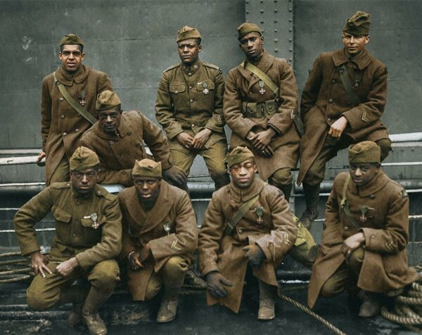 WW2 Soldiers of the 369th 'Harlem Hell Fighters COLOR Photo    (176-x )
