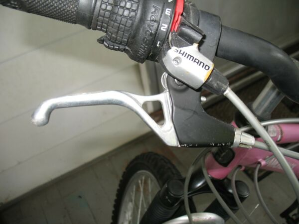 Silver Black Aluminum Right Side Rear Brake Lever from a 24quot; Diamondback Bicycle $10.79