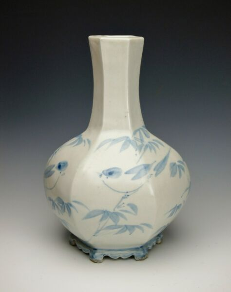 RARE KOREAN JOSEON DYNASTY FACETED BOTTLE VASE Antique Blue and White Porcelain