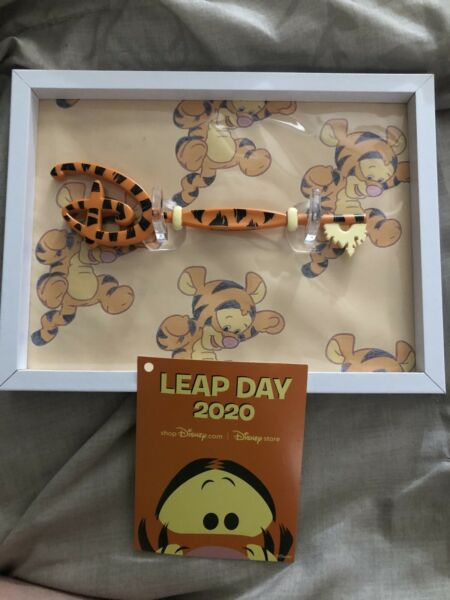 Disney Store Exclusive Limited Edition Tigger 2020 Leap Day Key New With Tag